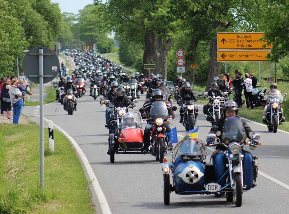 Motorradausfahrt beim 19. Motorradgottesdienst 2016 in Bad Doberan