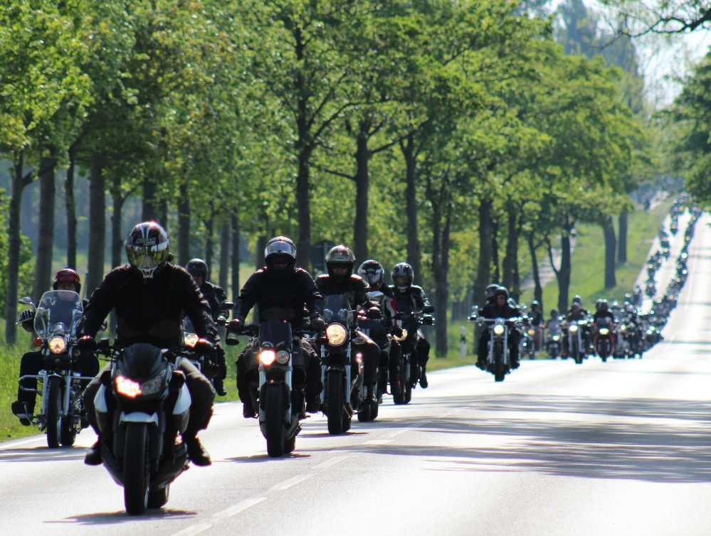 Ausfahrt des 19. Bikergottesdienst 2016 in Bad Doberan