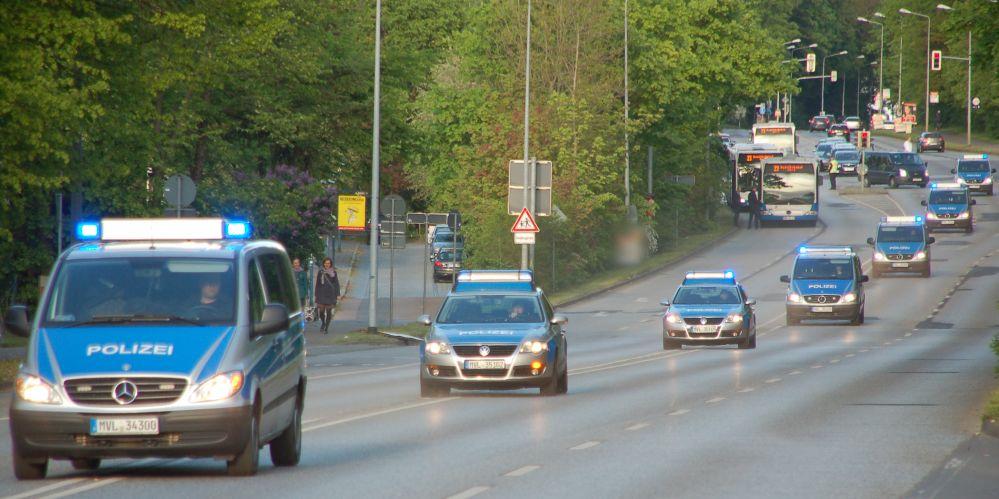 Straße frei für Einsatzfahrzeuge - auch der ÖPNV wird lange Zeit stillgelegt