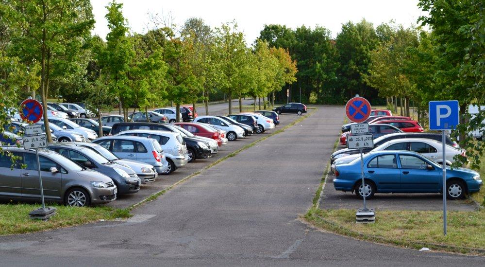 Haltverbot auf Groß-Parkplatz in Lichtenhagen