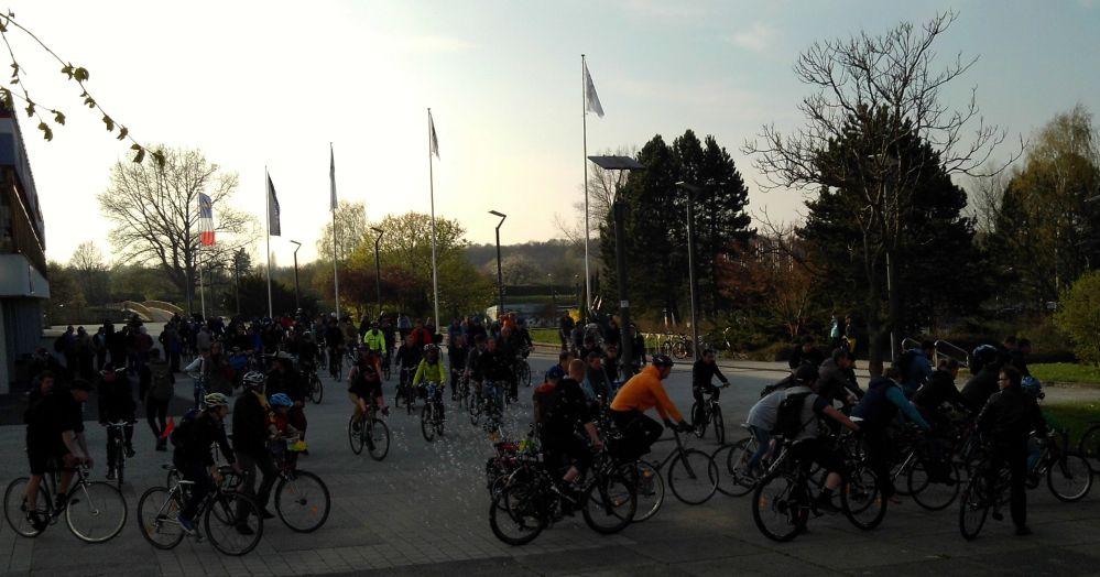 Rostocker Critical Mass - frühlingshafte Stadtrundfahrt am 24. April 2015