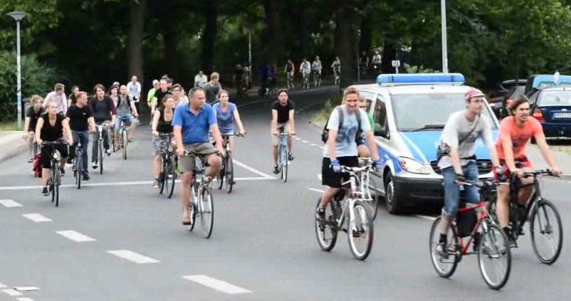Video-Vorschaubild der Fahrrad-Stadtrundfahrt Critical Mass Rostock im Juli 2014