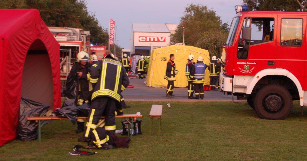 Gefahrgutbrand bei der Entsorgungsgesellschaft EMV für Mecklenburg Vorpommern in Bargeshagen bei Rostock