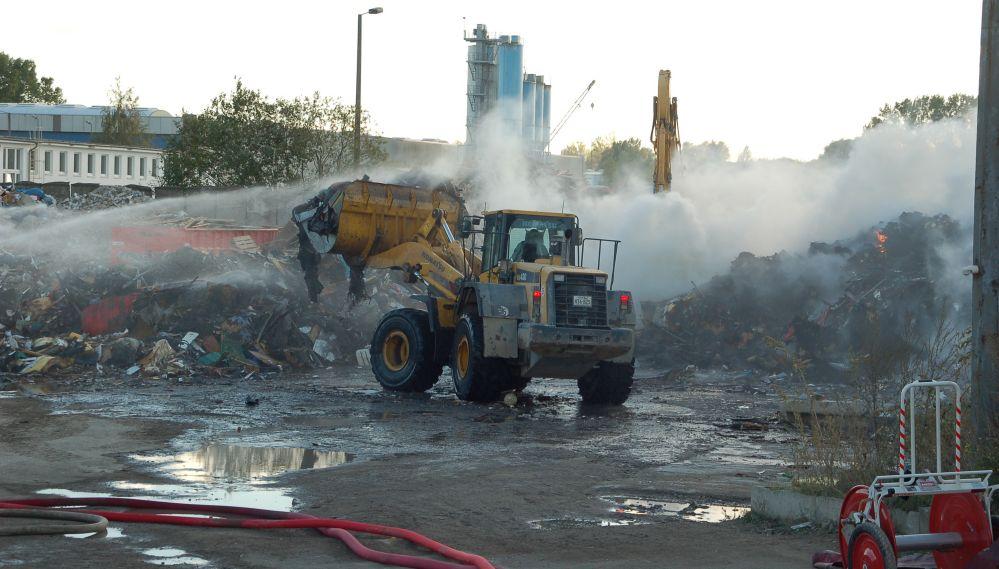 Müllbrand bei der Entsorgungsgesellschaft MUR in Rostock - Schmarl