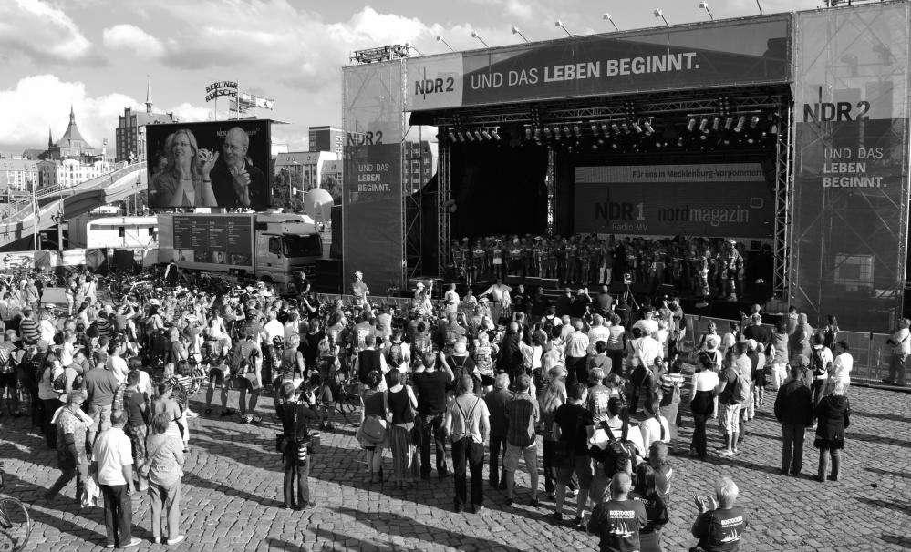 Hanse Tour Sonnenschein  2012 - Rückkehr nach Rostock - Besuch der NDR Bühne auf der Hanse Sail