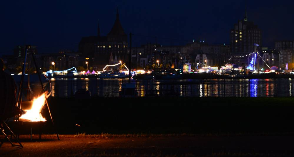Rostocker Stadthafen nachts zur 24. Hanse Sail 2014