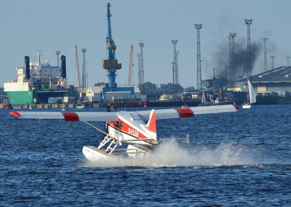 Hanse Sail Rostock 2011 - Wasserflugzeug am Wasserflugplatz im Fischereihafen Marienehe