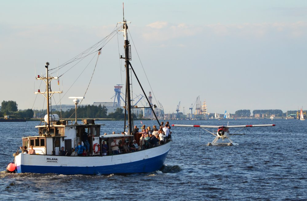 Hanse Sail Rostock - Wasserflugzeug auf der Warnow im Fischereihafen in Marienehe