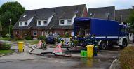 Maßnahmen gegen die Regenwasser-Überflutung in Rostock Evershagen-Dorf - das THW Rostock pumpt Wasser ab