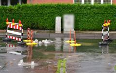Überschwemmung durch Regen-Hochwasser in der Pressentinstraße in Rostock - Gehlsdorf