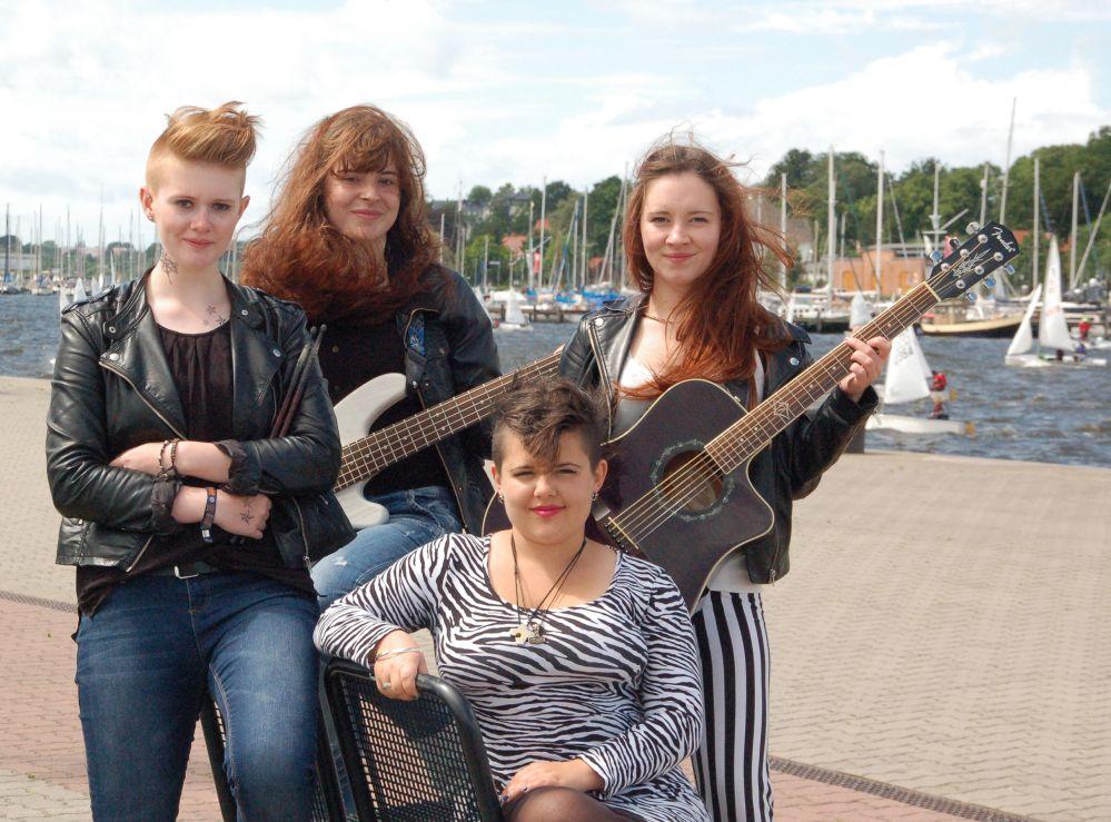 Jesters - die närrische Mädchen-Band aus Rostock beim Fischerfest 2014