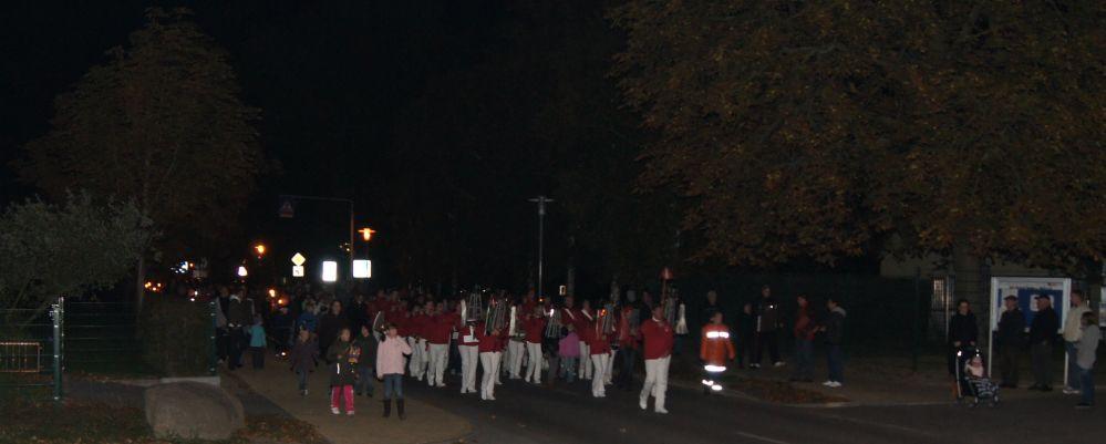 Lampion- und Fackelumzug in Tessin bei Rostock mit dem  Tessiner Spielmannszug