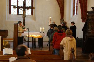 Friedensgebet zum 1. Mai am 30. April in der Kirche Lichtenhagen