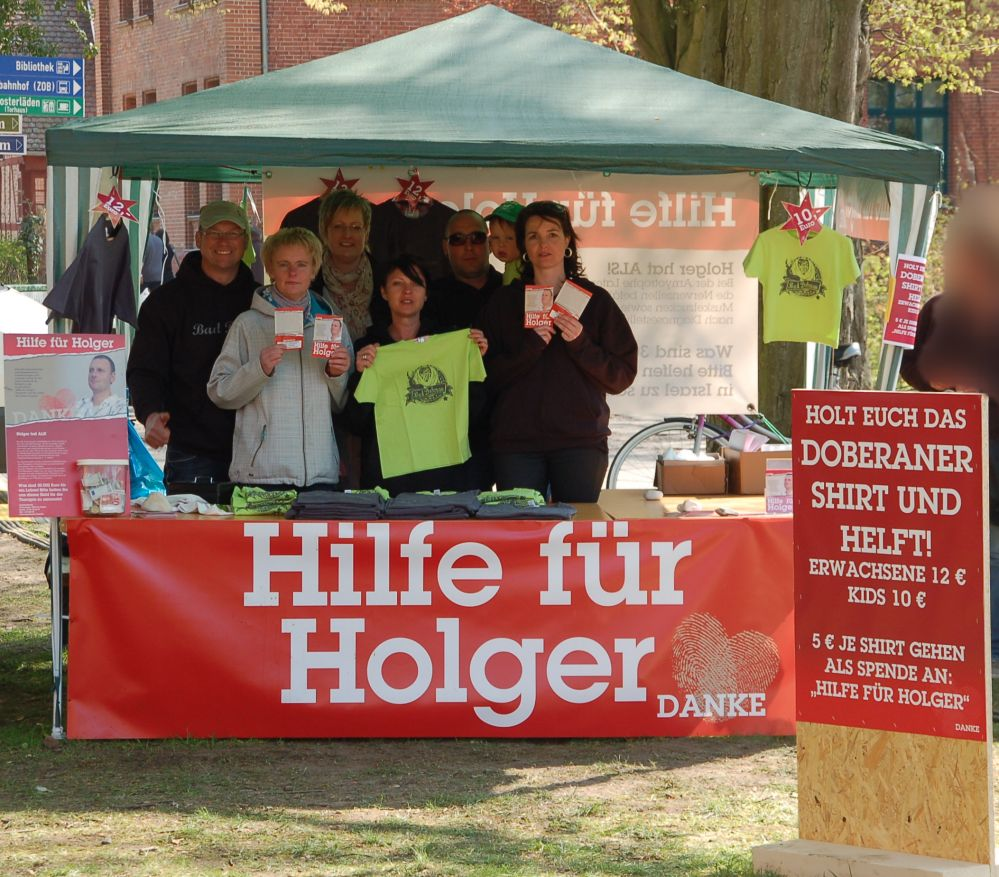 Spendenstand der Aktion Hilfe für Holger am Münster Bad Doberan beim Bikergottesdienst 2013