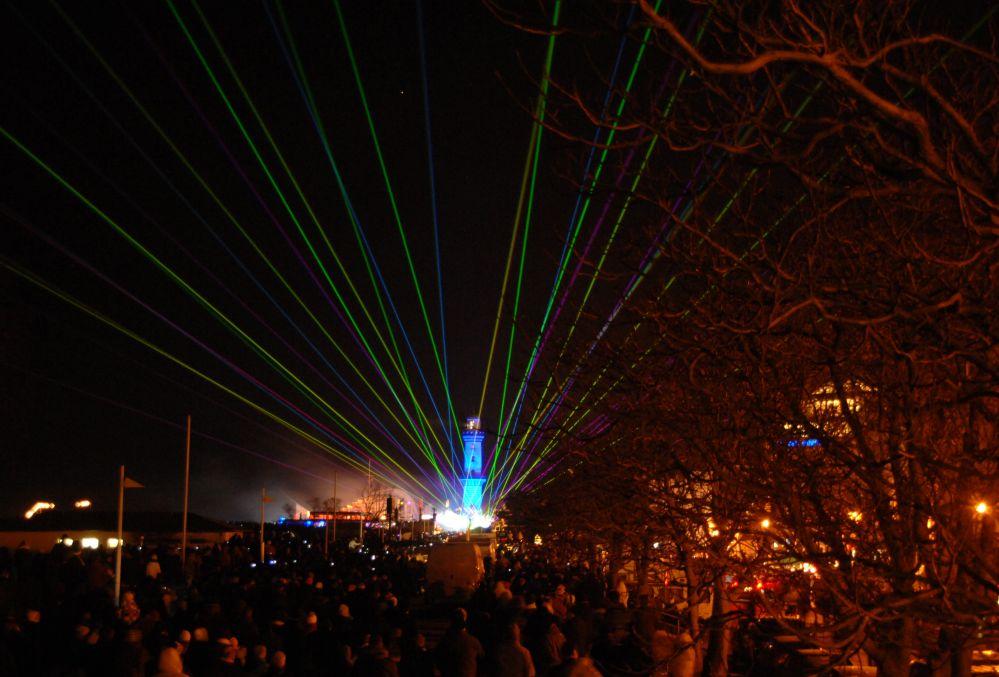 15. Leuchtturm in Flammen am Neujahr-Mittwoch 2014 in Rostock - Warnemünde