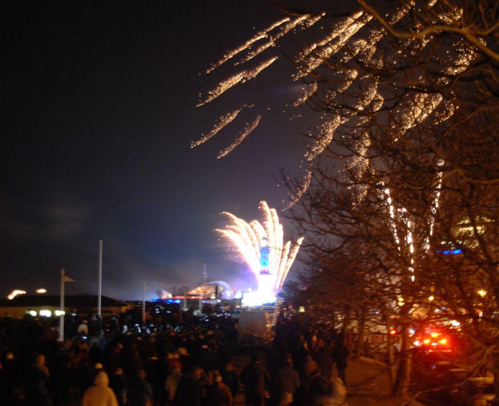 Leuchtturm in Flammen 2014 zu Neujahr in Rostock - Warnemünde