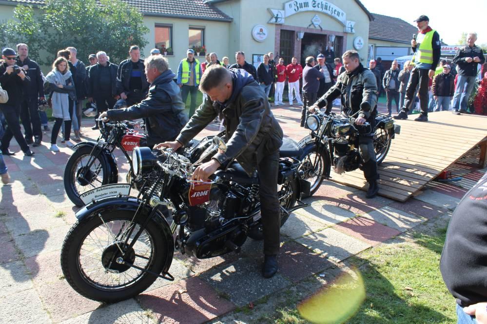 16. Zweirad-Oldtimertreff in Tessin im Landkreis Rostock am Tag der Deutschen Einheit 2015