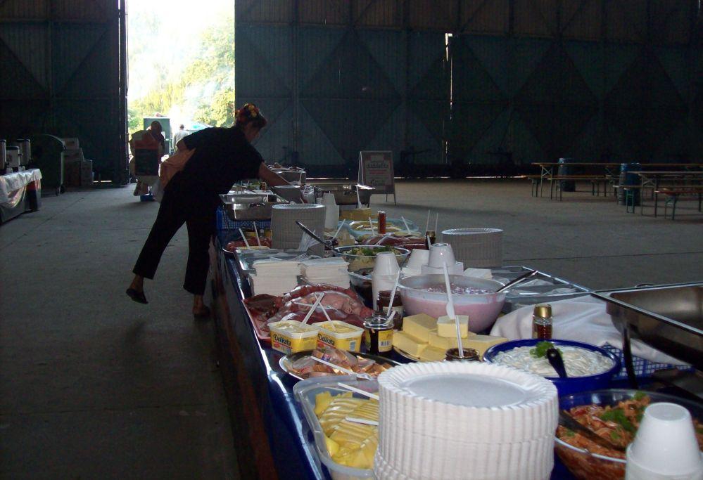 Frühstück und Mittag beim Ostblockfahrzeugtreffen 2010 in Pütnitz