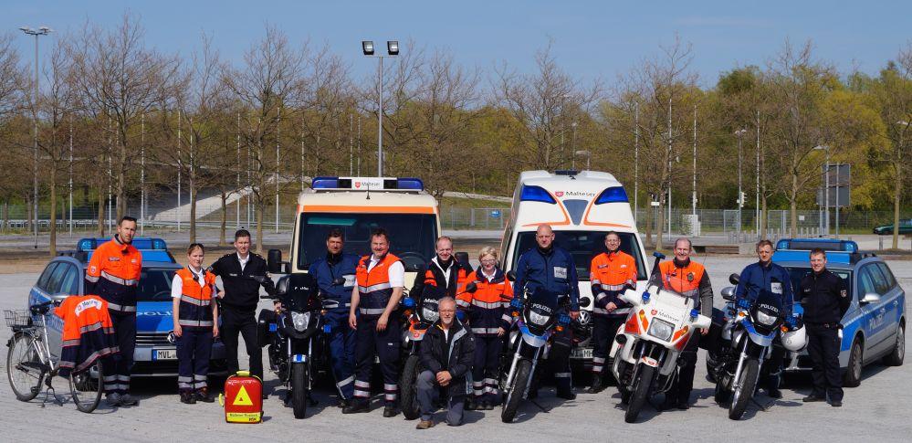 Sanitäter und Polizei der Warnowtour 2015